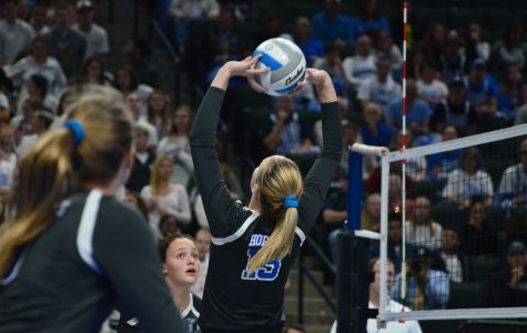 Volleyball beats Moorhead in first game of state tournament
