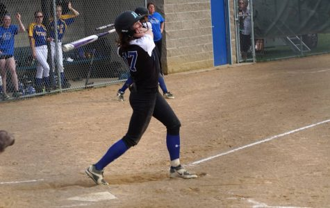 Royals softball takes down Hornets