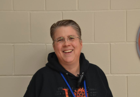 HHS alum Dona Every joins the paraprofessional team