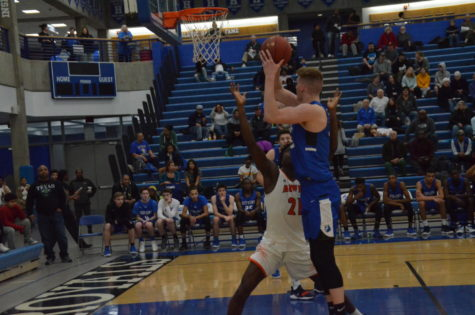 Preview: Boys Basketball takes on Falcons in first round of sections
